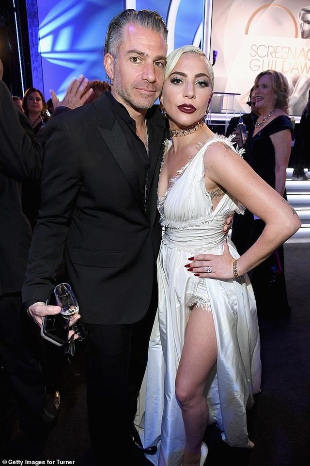Lady Gaga chia tay bạn trai - 1