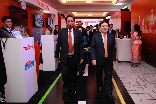 Kỷ niệm 10 năm kinh doanh tại Campuchia, Viettel cam kết tiên phong  xây dựng kinh tế số  - 1