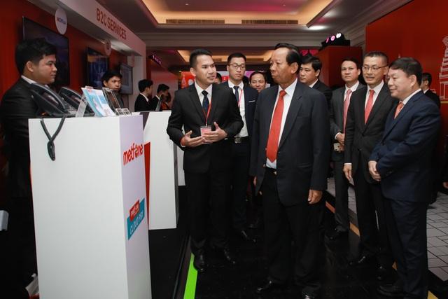 Kỷ niệm 10 năm kinh doanh tại Campuchia, Viettel cam kết tiên phong  xây dựng kinh tế số  - 3
