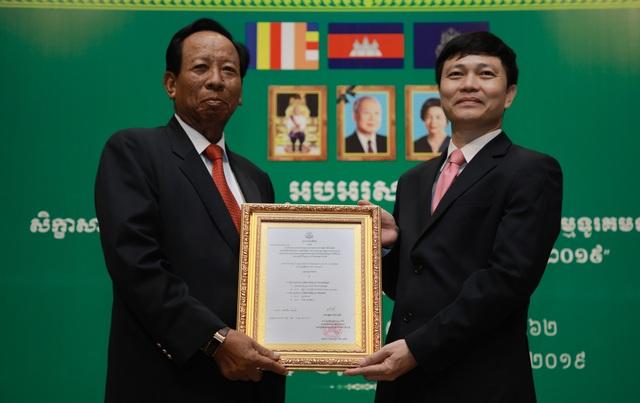 Kỷ niệm 10 năm kinh doanh tại Campuchia, Viettel cam kết tiên phong  xây dựng kinh tế số  - 8