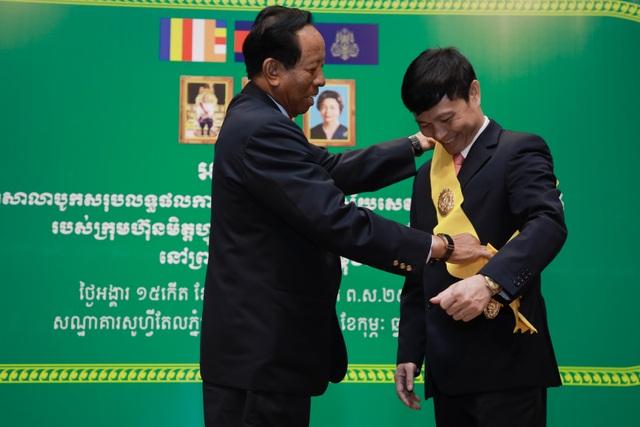 Kỷ niệm 10 năm kinh doanh tại Campuchia, Viettel cam kết tiên phong  xây dựng kinh tế số  - 9