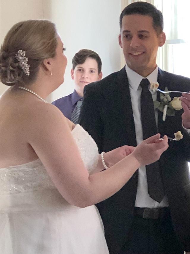 """Chú rể được cấy ốc tai ngay trước lễ cưới: """"Tôi nghe thấy tiếng vỗ tay"""" - 2"""