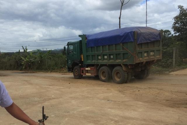 Đắk Nông: Dân than đường nát vì xe cát lậu, thanh tra sở bảo đúng trọng tải (!?) - 1