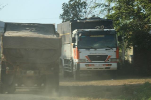 Đắk Nông: Dân than đường nát vì xe cát lậu, thanh tra sở bảo đúng trọng tải (!?) - 4