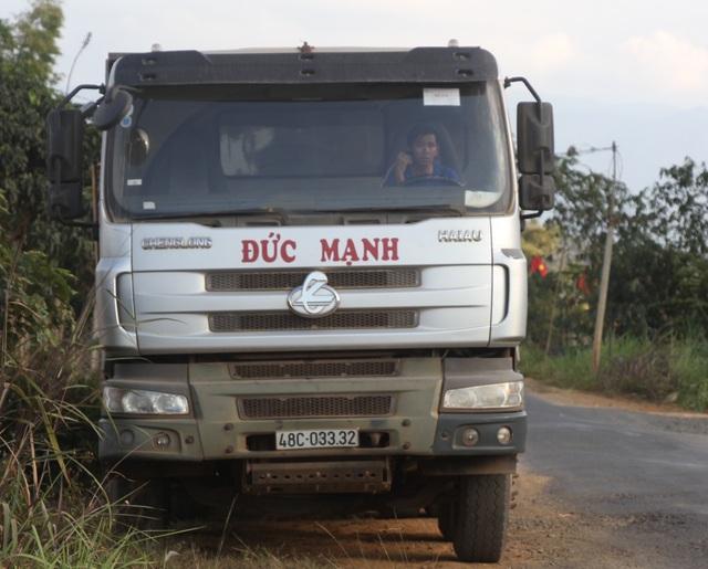 Đắk Nông: Dân than đường nát vì xe cát lậu, thanh tra sở bảo đúng trọng tải (!?) - 3
