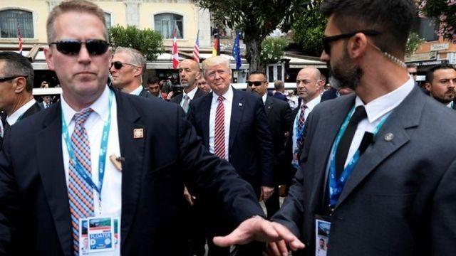"""""""Hàng rào thép"""" bảo vệ Tổng thống Trump khi công du nước ngoài - 7"""