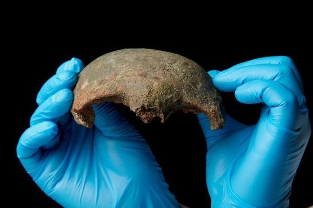 Phát hiện xương sọ của người thời đại đồ đá mới ở bờ sông Thames - 1