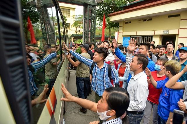 Bí thư Hà Nội trao lửa truyền thống tiễn tân binh lên đường nhập ngũ - 9