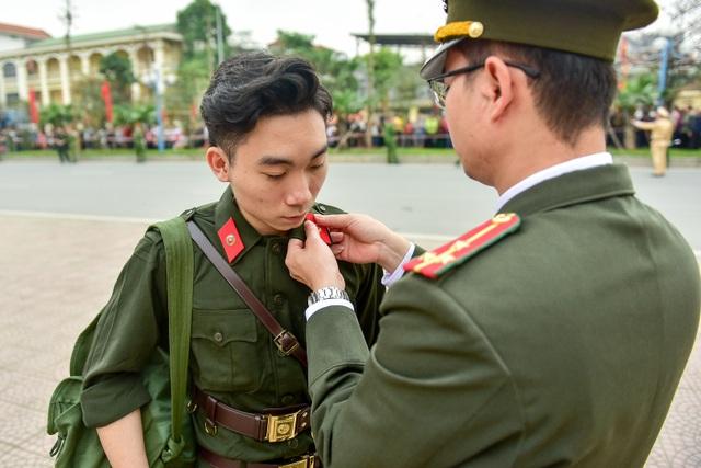 Bí thư Hà Nội trao lửa truyền thống tiễn tân binh lên đường nhập ngũ - 6