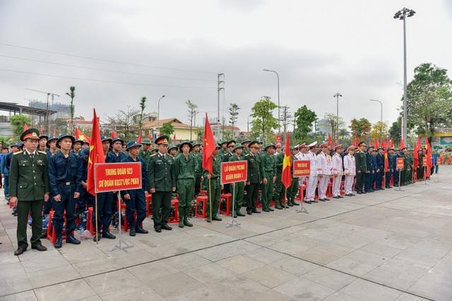 Bí thư Hà Nội trao lửa truyền thống tiễn tân binh lên đường nhập ngũ - 1