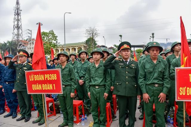Bí thư Hà Nội trao lửa truyền thống tiễn tân binh lên đường nhập ngũ - 5