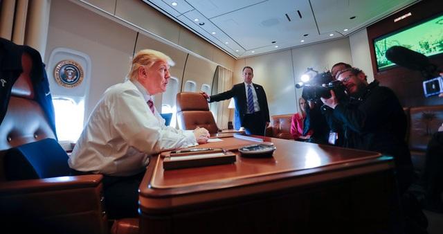 """""""Hàng rào thép"""" bảo vệ Tổng thống Trump khi công du nước ngoài - 2"""