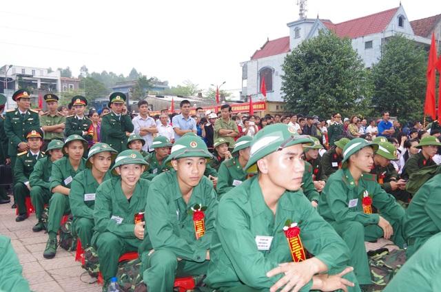 Tân binh cả nước bịn rịn trong ngày lên đường nhập ngũ - 11
