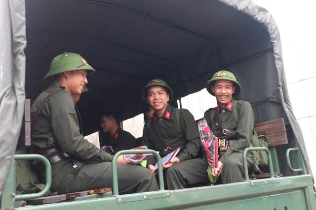 Tân binh cả nước bịn rịn trong ngày lên đường nhập ngũ - 18