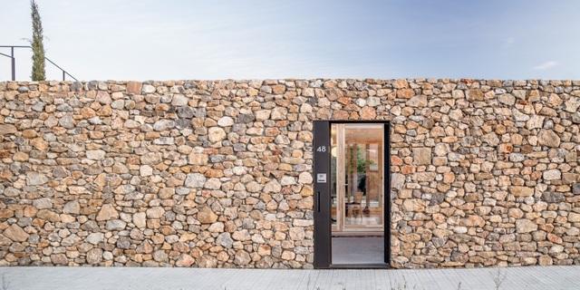 Chiêm ngưỡng ngôi nhà đá xếp chồng lạ đời ở Tây Ban Nha - 1