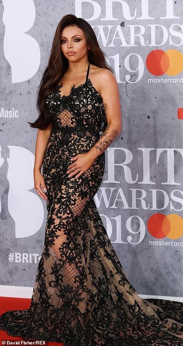 Dàn sao khoe thân táo bạo trên thảm đỏ lễ trao giải âm nhạc Anh quốc - 10