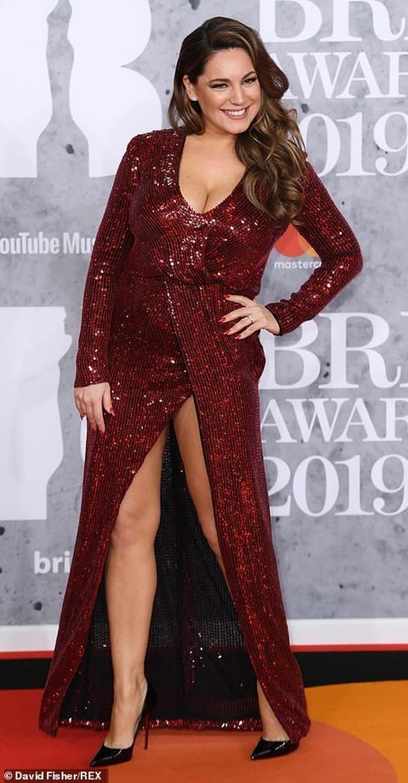 Dàn sao khoe thân táo bạo trên thảm đỏ lễ trao giải âm nhạc Anh quốc - 24