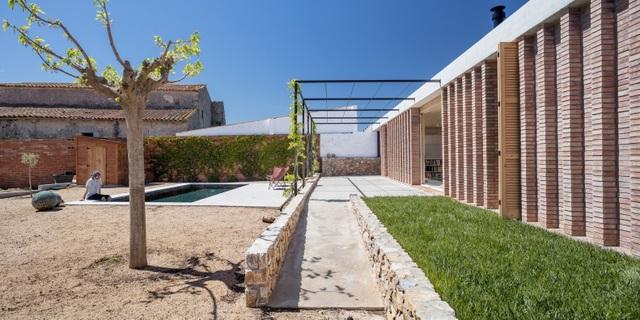 Chiêm ngưỡng ngôi nhà đá xếp chồng lạ đời ở Tây Ban Nha - 2