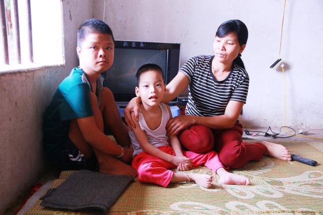 Thương vợ chồng với 3 đứa con đặt đâu nằm đó, đặt đâu ngồi đó - 4
