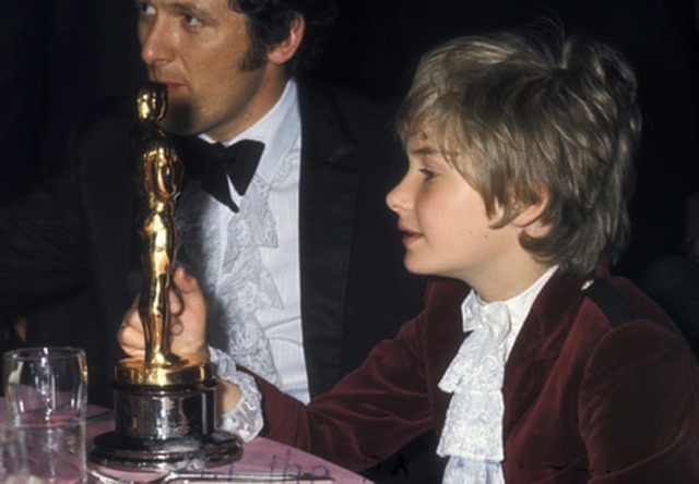 Những bộ cánh lộng lẫy bậc nhất lịch sử Oscar - 6