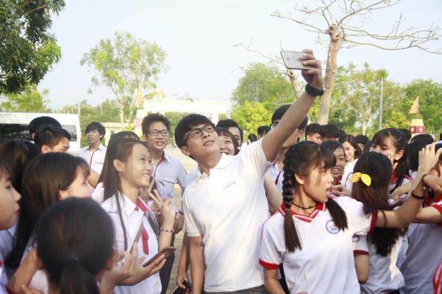 Nhiều em học sinh nghèo đã được tiếp tục đến trường thông qua Ước Mơ Từ Làng - 3