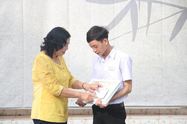 Nhiều em học sinh nghèo đã được tiếp tục đến trường thông qua Ước Mơ Từ Làng - 4