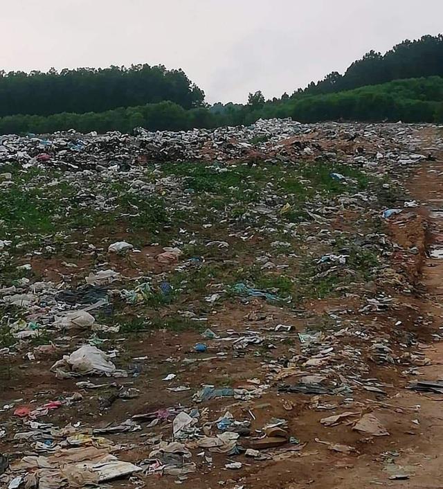 Hàng chục hộ dân chặn xe chở rác phản đối ô nhiễm kinh hoàng tại Quảng Trị! - 1