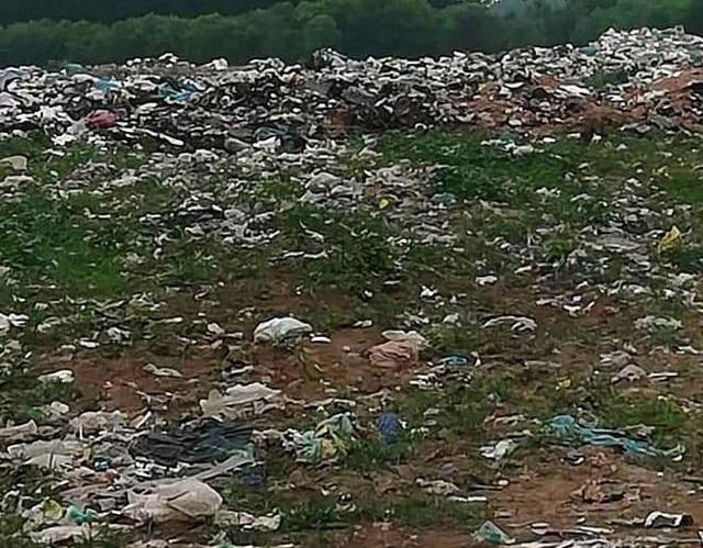 Hàng chục hộ dân chặn xe chở rác phản đối ô nhiễm kinh hoàng tại Quảng Trị! - 2