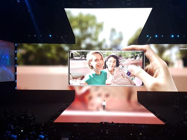 """Điện thoại gập được Galaxy Fold và """"bom tấn"""" Galaxy S10 trình làng - 12"""