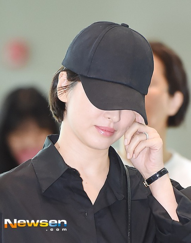 Song Hye Kyo gây chú ý khi không đeo nhẫn cưới giữa bão tin đồn ly hôn - 3