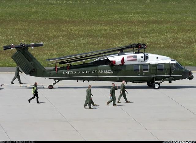 Phi đội Mỹ kiểm tra siêu trực thăng chở Tổng thống tại Nội Bài - 1