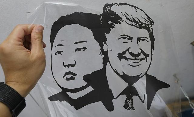 Một phút nghĩ ra ý tưởng, ngày bán 400 áo hình Tổng thống Trump và Chủ tịch Kim - 10