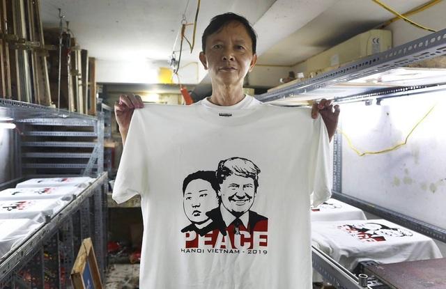 Một phút nghĩ ra ý tưởng, ngày bán 400 áo hình Tổng thống Trump và Chủ tịch Kim - 7