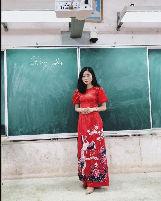 Cô giáo thực tập bất ngờ nổi tiếng sau bức ảnh học sinh chụp lén - 5