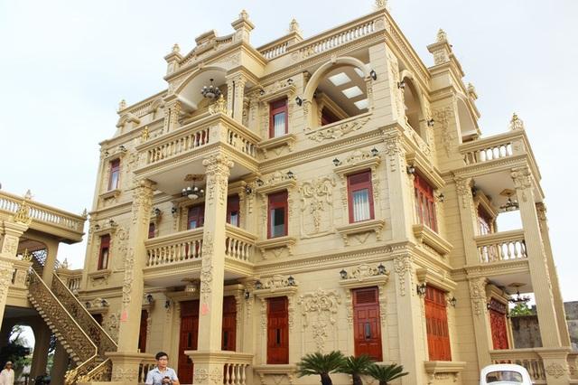 Đại gia Việt đọ độ chịu chơi qua những biệt thự dát vàng lấp lánh - 1..jpg