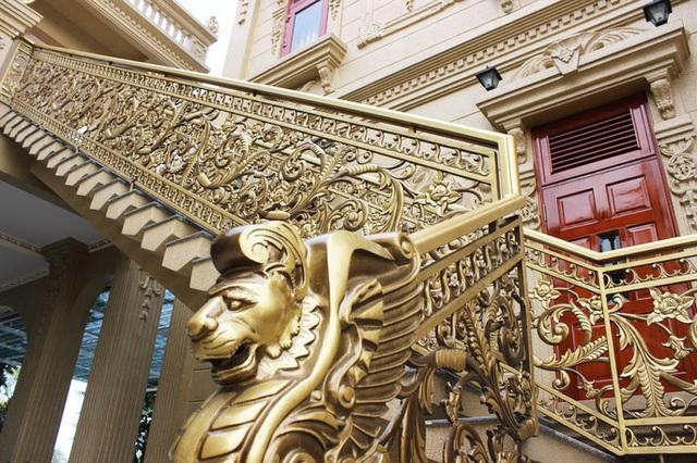 Đại gia Việt đọ độ chịu chơi qua những biệt thự dát vàng lấp lánh - 2..jpg