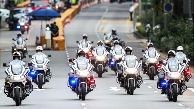 Dàn mô tô siêu độc hộ tống ông Trump khi đến Việt Nam - 9..jpg