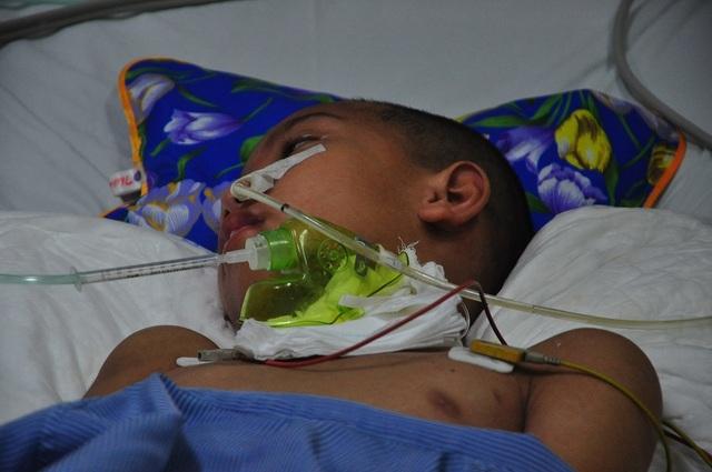 Vợ chồng chết lặng trước cảnh con trai đầu chết vì suy tim, con thứ 2 nguy kịch vì u não - 2