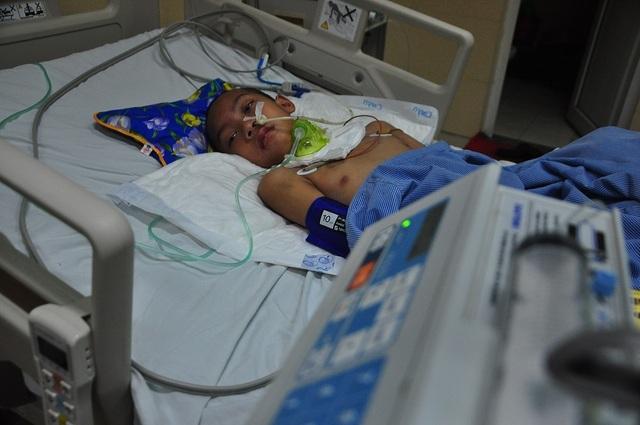 Vợ chồng chết lặng trước cảnh con trai đầu chết vì suy tim, con thứ 2 nguy kịch vì u não - 5