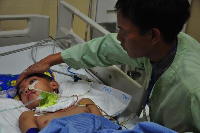 Vợ chồng chết lặng trước cảnh con trai đầu chết vì suy tim, con thứ 2 nguy kịch vì u não - 4