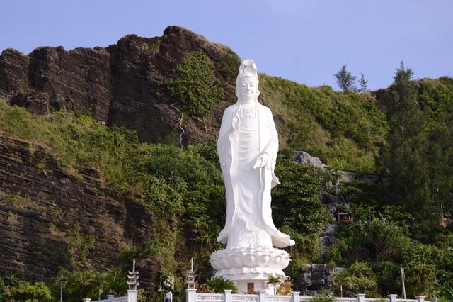 Bình yên chùa Đục trên vách núi lửa hàng triệu năm tuổi - 1