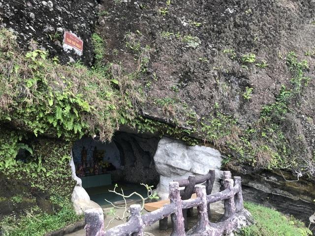 Bình yên chùa Đục trên vách núi lửa hàng triệu năm tuổi - 4