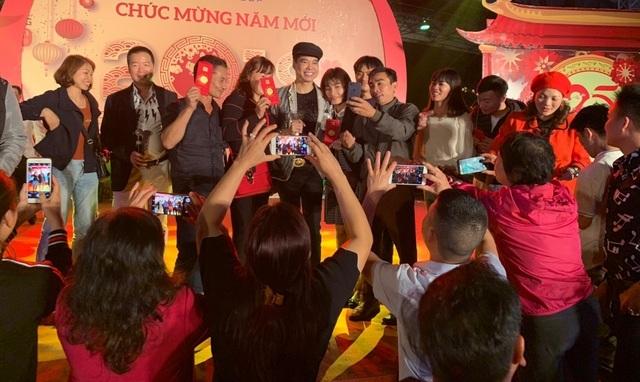 Người dân Bắc Ninh chen lấn xem Ngọc Sơn hát quan họ - 7