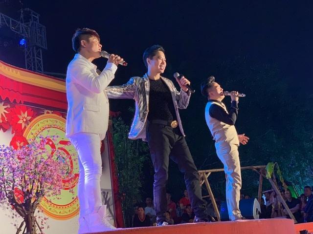 Người dân Bắc Ninh chen lấn xem Ngọc Sơn hát quan họ - 4