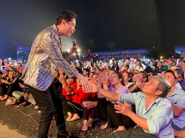 Người dân Bắc Ninh chen lấn xem Ngọc Sơn hát quan họ - 8