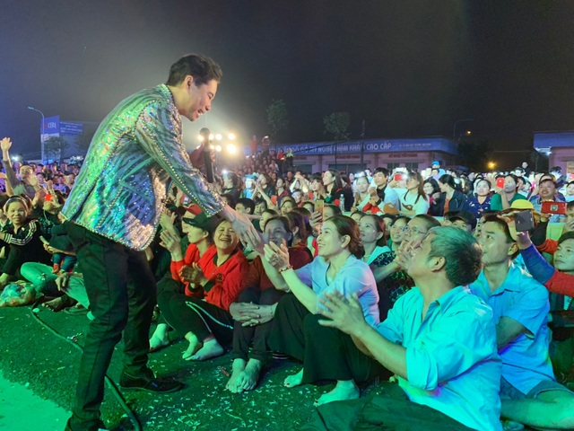 Người dân Bắc Ninh chen lấn xem Ngọc Sơn hát quan họ - 2