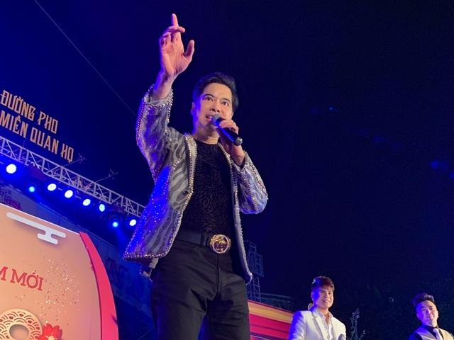Người dân Bắc Ninh chen lấn xem Ngọc Sơn hát quan họ - 1