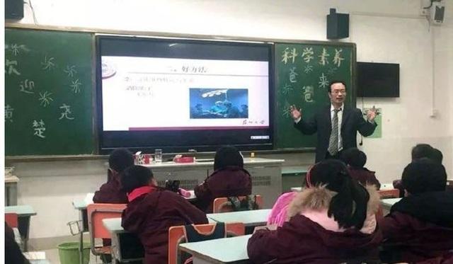 Trung Quốc: Ngôi trường tiểu học có 1/6 số phụ huynh sở hữu bằng tiến sĩ - 2