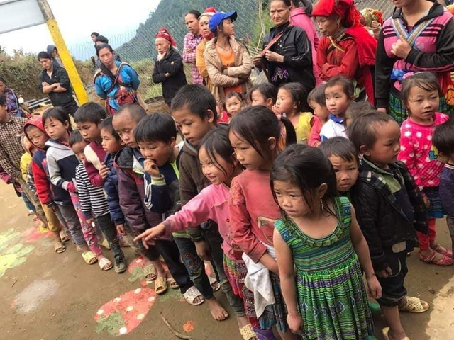 """Nhóm bạn trẻ Chí Linh """"bỏ phố lên rừng"""" đem hơi ấm tình người đến bà con nghèo vùng cao - 6"""