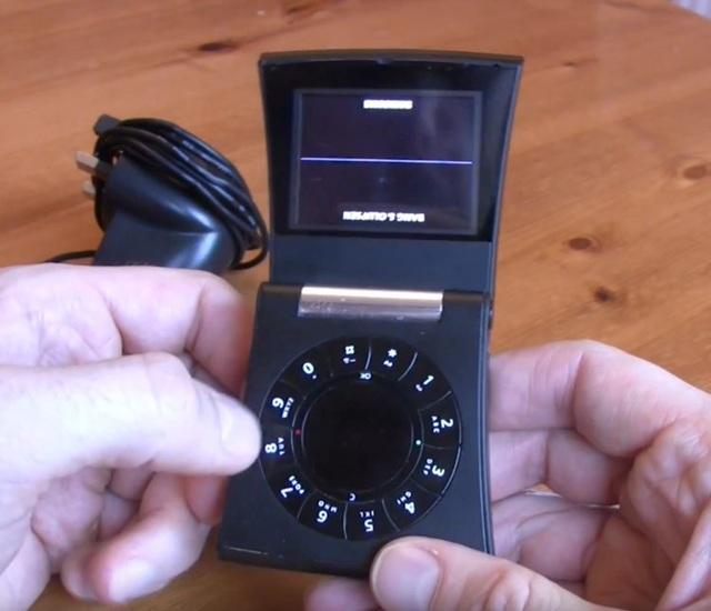 Nhìn lại những chiếc điện thoại phá cách của Samsung trong hơn một thập kỷ qua - 8